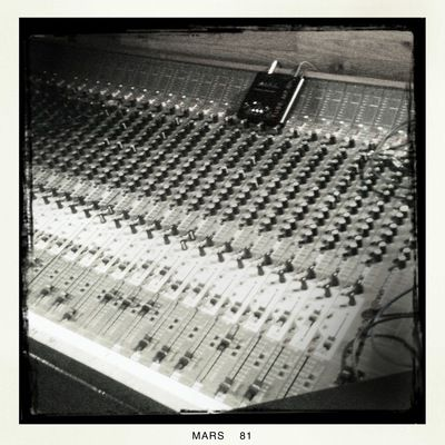 Studio d 39 enregistrement mixage mastering formation - Table de mixage studio d enregistrement ...
