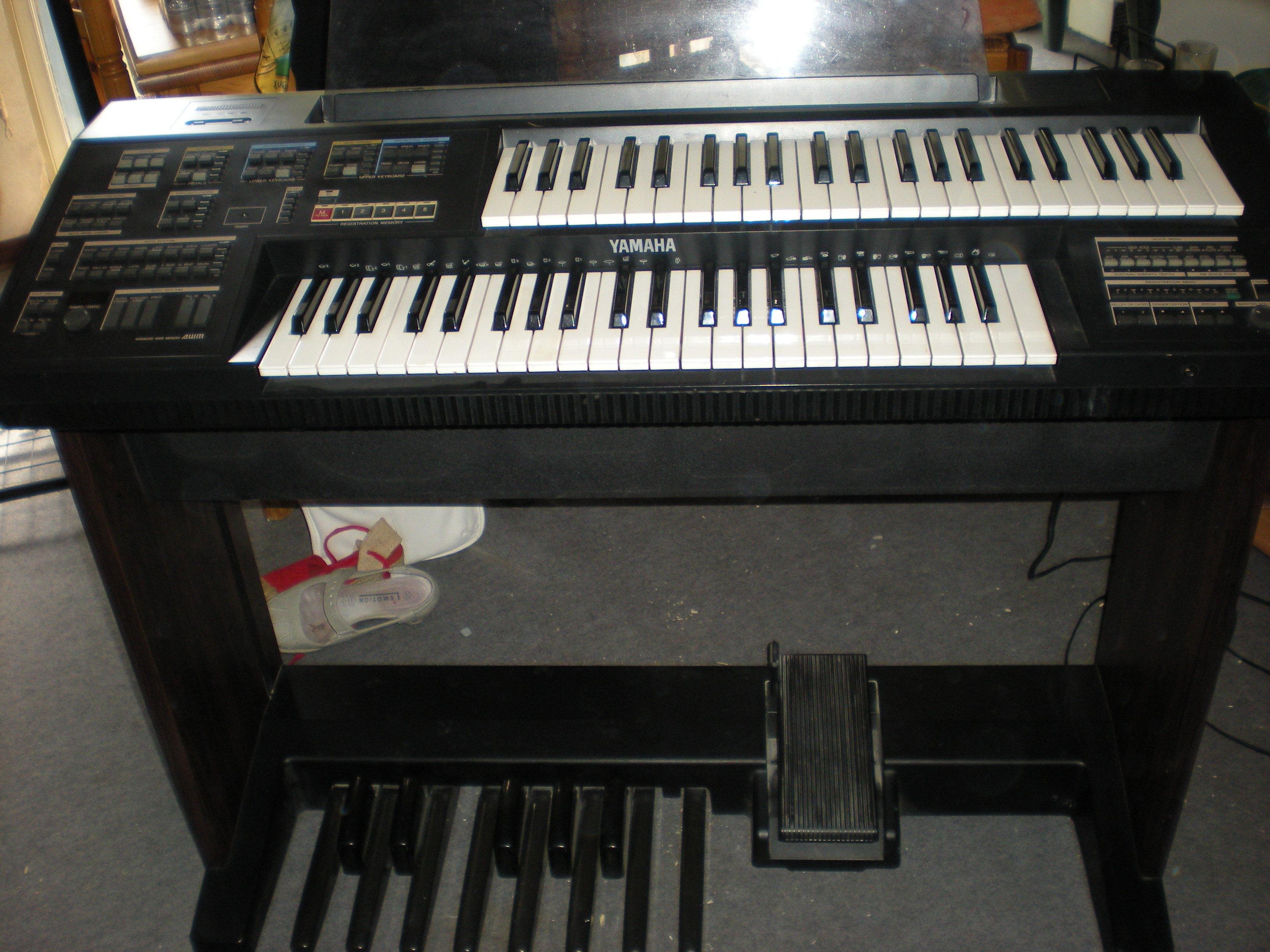 vends orgue synthetiseur ann e 1992 bon etat g n ral rouen 76000. Black Bedroom Furniture Sets. Home Design Ideas